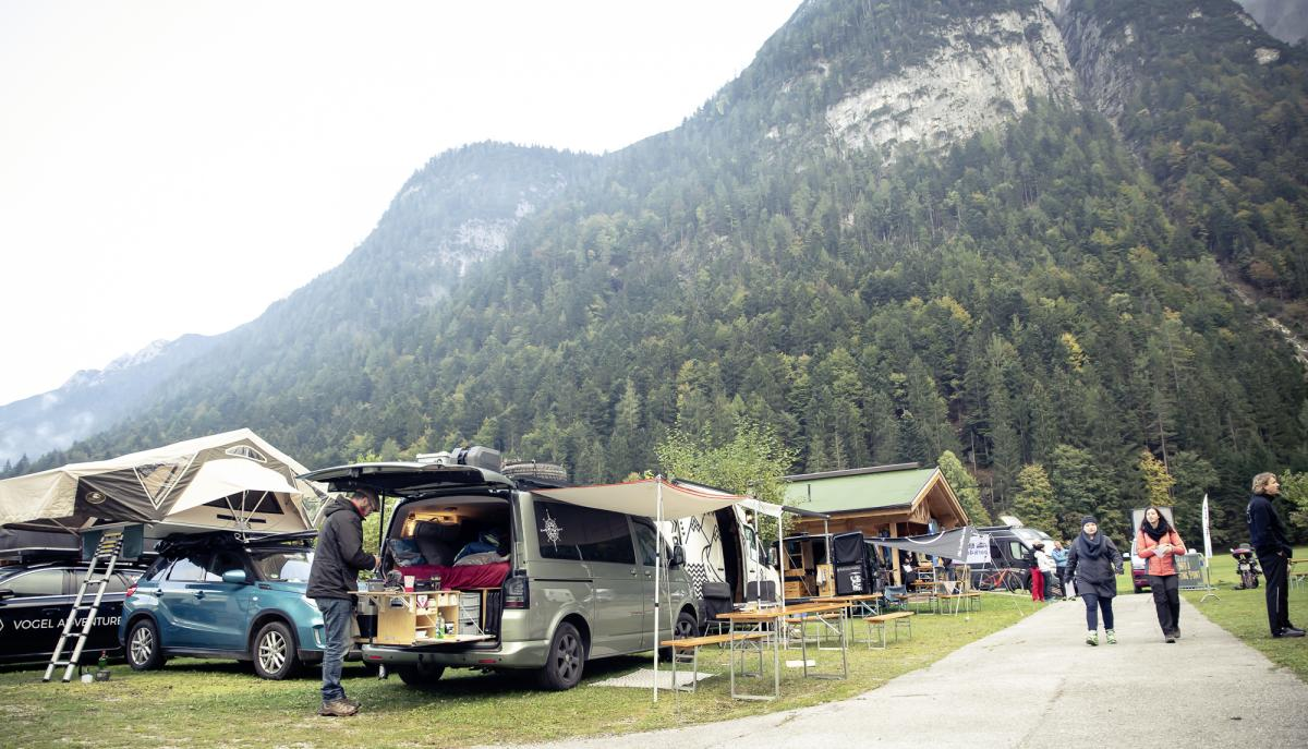 Das Camper Van Summit Meeting in Mitten der Berge